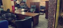 مكتب مدير فخم مع كراسي جلد شبه جديد بسعر مغري