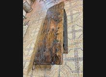 طاولة بالباب العماني القديم التراثي