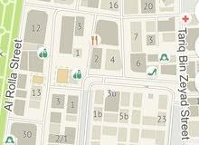 مبنى ارضي 13 محل تجاري على 3 شوارع في منطقة الغوير