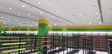 ستاندات للبيع شبه جديدية طولها 200 متر مع طاولات وعلاقات كامل تجهيز محل للتواصل