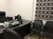 مكتب مدير مع كراسيه مع مكتب استقبال للبيع بسعر مغري جدا