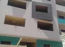 شقة ارضية للبيع في الهضبة الوسطى  المقطم بجوار كلية صيدلة