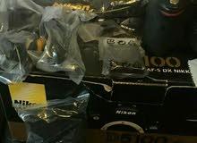 كاميرا نيكون d5100 مع عدسة محتوياتها والتفاصيل في الصور مطلوب 270 $ دولار