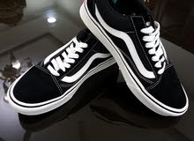 حذاء فانز أصلي أسود وأبيض للبيع for sale original Vans shoes