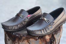 بيع جملة البسة وأحذية