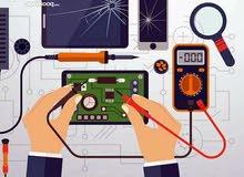 فني صيانة هواتف نقالة بسعر مخفض