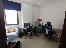 مكتب شركة تجاري للايجار مشاركة جاهز للاستخدام كامل بالاثاث والكمبيوتر