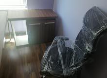 مكاتب مع كرسي
