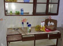 تقفيل مطبخ علوى وسفلى مستعمل والحالة كما هى موضحة بالصور