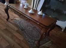 طاولة ضيافة مستعملة استعمال نظيف