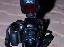كاميرا نيكون والصورة توضح ذالك