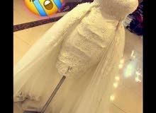 بدلة عروسة مع باكلس قصيرة