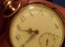 ساعة  دهبية  قديمة
