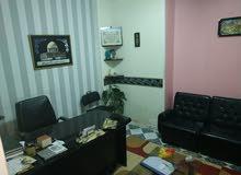 مكتب مفروش فرش كامل من شارع المساحه فيصل شارع جانبى تجارى يصلح لجميع الاغراض