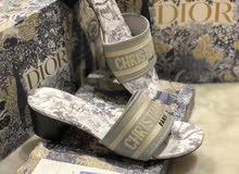 حذاء نسائي ماركة كريستان ديور