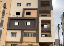 شقة ارضية بالقرب من جامعه ناصر