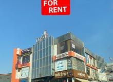 بمكان مميز بالتجمع الخامس للإيجار منطقة الخدمات تجاري 60م