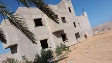 قطعة أرض سكنية بي مساحه 2522m مقام  عليها منزل تحت الإنشاء مساحته  425m