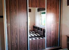 خزانة3درف طابقين سحاب خشب لاتيه18م كامل مكفول فقط260دينار شامل التوصيل داخل عمان