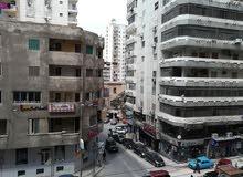 للايجار شقه ب لوران على شارع شعراوي وعلى الترام