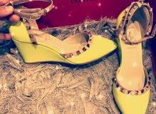 حذاء نسائي من ماركة Valentino مقاس 38