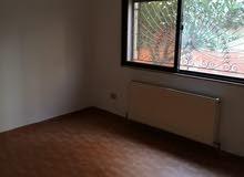 شقة فارغة ارضية لإيجار مع ترس حديقة ومدخل خاص كراج ديلوكس خلف مخابز براديس