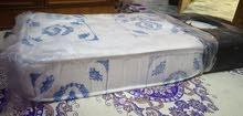 سرير اطفال مع فراش