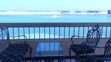 شقة 150 متر مربع على البحر مباشرة تطل على شاطىء الفيروز بمرسي مطروح