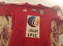 قميص نادي الجزيرة موقع من لا عبين الجزيرة و الوصل منهم رومارينيو و علي خصيف