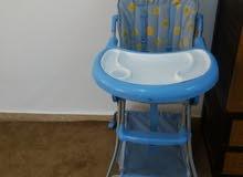 كرسي طعام لون ازرق بحالة ممتازة