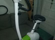 عجلة رياضية للتدريب المنزلي نظيفة جدا شاشة تحكم رقمية وتحكم بالسرعات