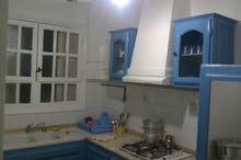شقة مفروشة بثلاثة غرف و تدفئة مركزية