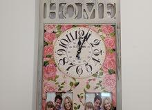 ساعة حائط بحالة ممتازة لون زهر