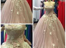 فستان زفاف راقي جداً