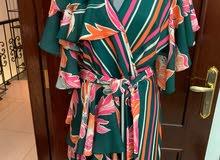 فستان ناعم وانيق للبيع