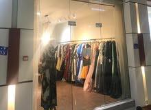 للبيع محل بيع وإيجار فساتين سهرة وملابس جاهزة