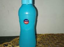 زجاجات مياه الشرب ولكن تتمتع بالألوان الزاهية