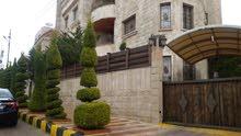شقة أرضية طابقية فخمة 300م في أم أذينة