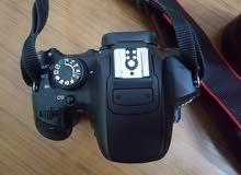 كاميرا canon 700d مع عدسة 55-250(عزل وزوم) بحالة ممتازة