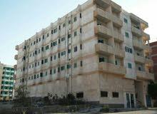 للايجار عمارة بمرسى مطروح فى السنوسيه بمنطقة القصر أمام فندق سرت مكونه من 12 شقه .