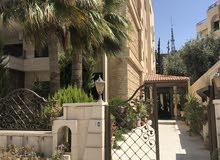 شقة للايجار واسعة غير مفروشة في منطقة الجاردنز 3 غرف نوم و غرفة خادمة، طابق ثاني