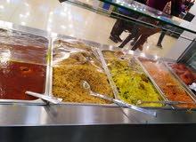 مطعم مأكولات يمنية وخلبجية شغال بشكل ممتاز بموقع مميز للبيع بكامل معادته