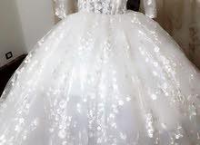 فستان زفاف ........