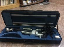 عندي كمان كهربائي صناعة كوري للبيع او مروس مع للبتوب مشتري 150الف