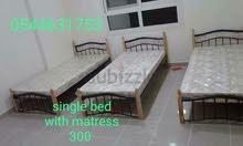 سرير خشب الورد مزدوج مع مرتبة للبيع