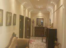 منزل في الكويفيه شارع المقبره مساحه الارض 300 مسقوف  180 متر