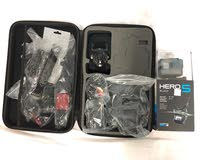 GoPro كاميرا جوبرو استعمال اقل من 10 مرات - مع حقيبة بكامل الاكسسوارات غير مستعملة. اكثر من 20 قطعة
