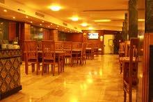 مطعم  مجهز وملحمة للضمان