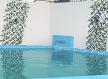 فلة للايجار يوجد بها حوض سباحة صغير 4*6 متر