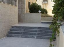 شقه ارضيه مع حديقه واسعه للبيع مساحه 130م في شارع عبدالله غوشه